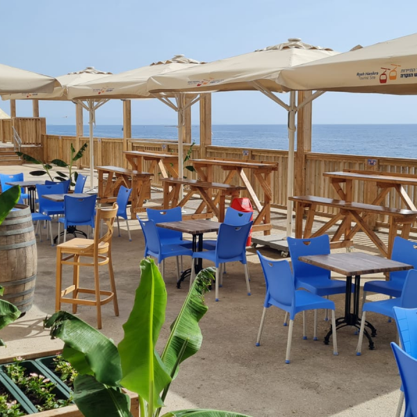 קפה מול הים