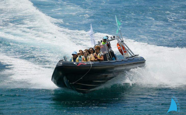 ביקור באתר משולב עם סירות טורנדו